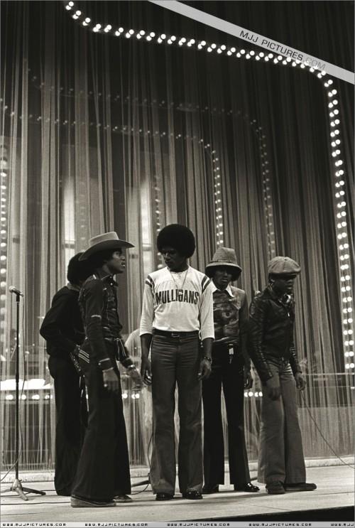 1977-TVShowRehersalsLondon4.jpg
