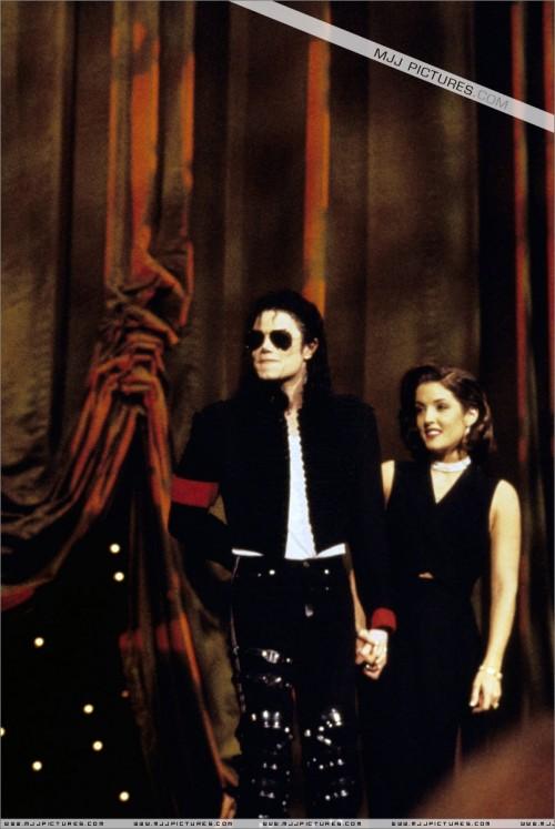 The11thAnnualMTVVideoMusicAwards19945.jpg