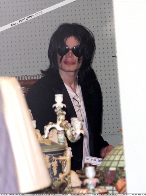 MichaelshoppinginBeverlyHills2008210.jpg