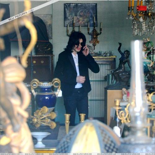MichaelshoppinginBeverlyHills2008221.jpg