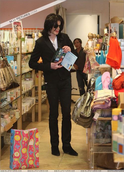 MichaelshoppinginBeverlyHills2008224.jpg