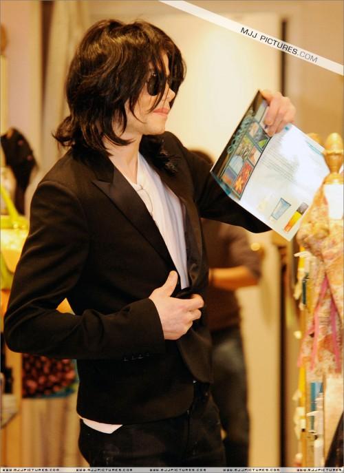 MichaelshoppinginBeverlyHills2008234.jpg