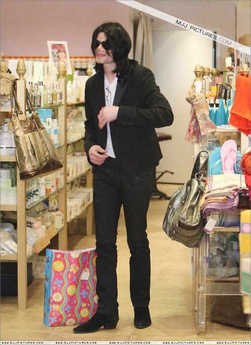 MichaelshoppinginBeverlyHills2008242.jpg