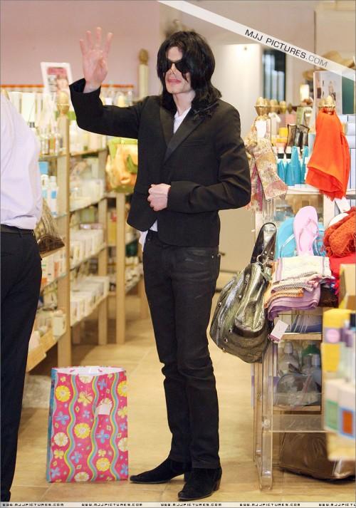 MichaelshoppinginBeverlyHills2008250.jpg