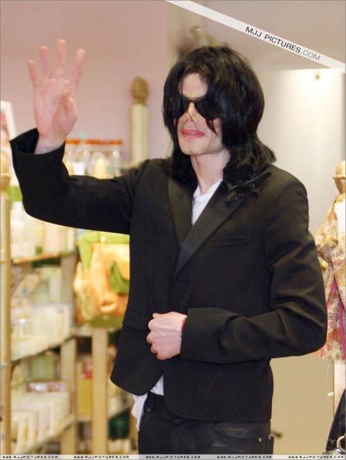 MichaelshoppinginBeverlyHills2008252.jpg