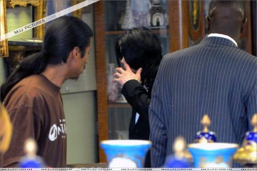 MichaelshoppinginBeverlyHills2008258.jpg