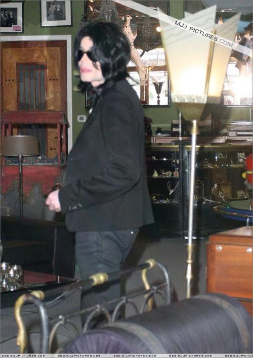 MichaelshoppinginBeverlyHills2008259.jpg