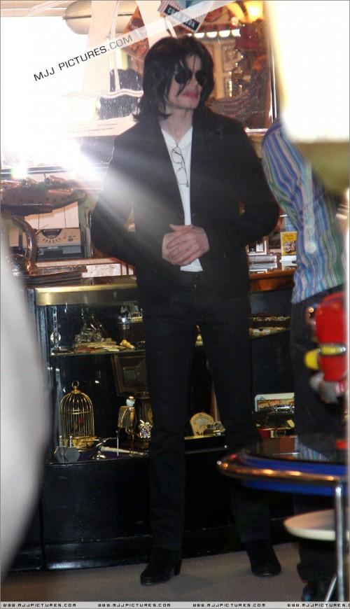 MichaelshoppinginBeverlyHills2008261.jpg