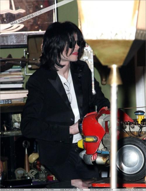 MichaelshoppinginBeverlyHills2008264.jpg