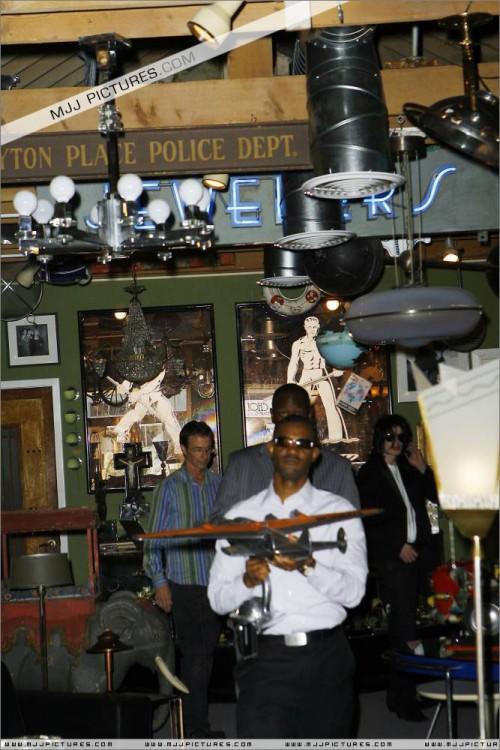 MichaelshoppinginBeverlyHills2008274.jpg