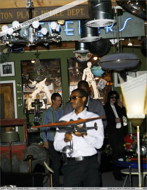 MichaelshoppinginBeverlyHills2008275.jpg