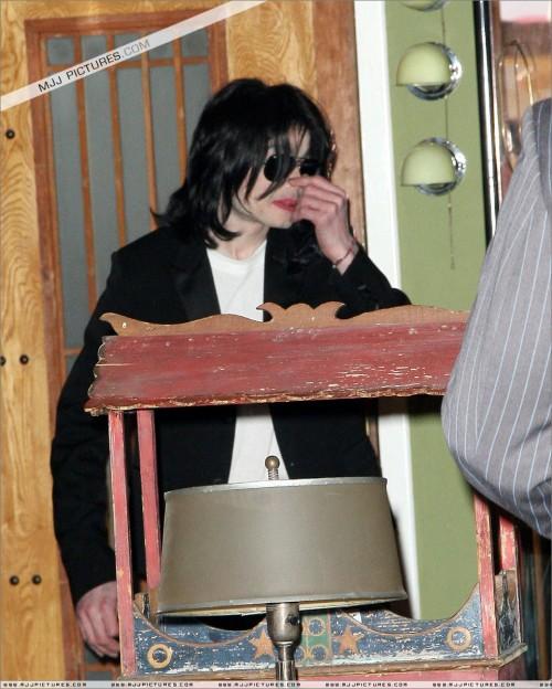 MichaelshoppinginBeverlyHills2008276.jpg