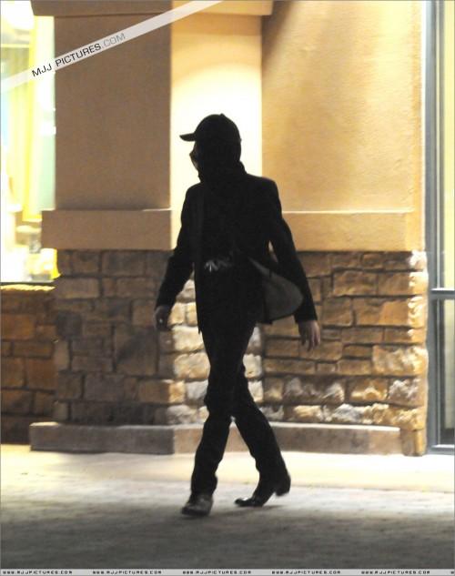 MichaelvisitsBarnesNoble200814.jpg