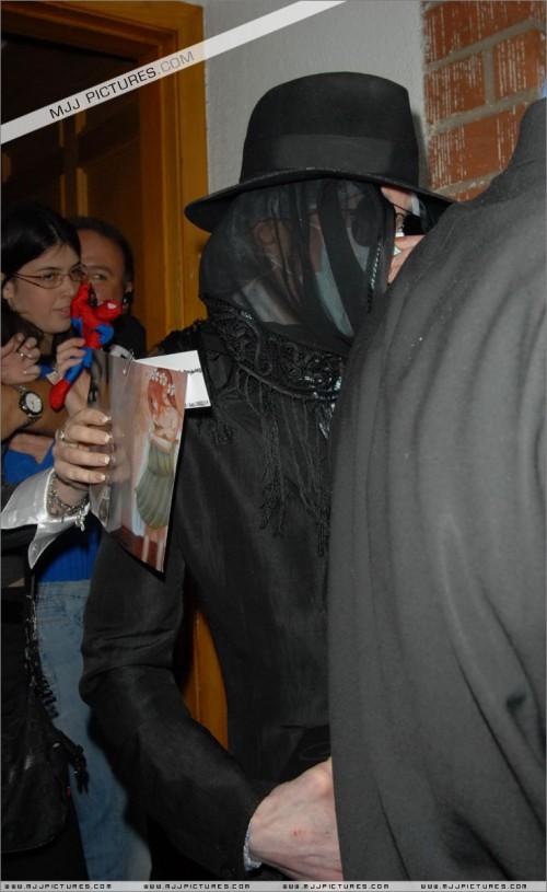 MichaelvisitsdoctorinBeverlyHills20089.jpg